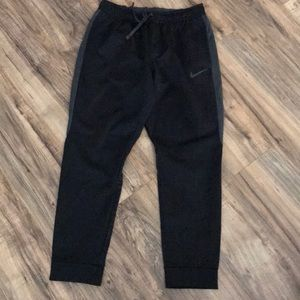 Nike therma-fit joggers size large
